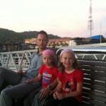 Väntar på båten från Pangkor Island